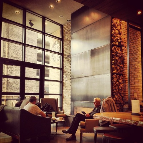 #rushandoak #starbucks #interior #fireplace #lounge #2ndfloor #cafe #architecture  (at Starbucks)