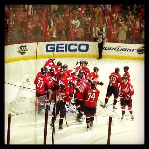 Washington Capitals celebrating win over Winnipeg Jets (final score 5-3)