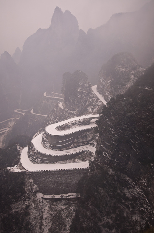 evocates:  China road (by Zinasher)