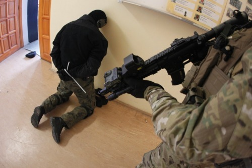 semperannoying:  April 13, 2012. GROM operators togehter with police officers from Gdańsk SPAP (SWAT team) took part took part in the simulated HRO. The exercise was conducted in the Institute of Technology in Gdańsk. Students of the Institute played role of hostages.