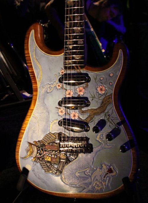 psychoactivelectricity:The Samurai Stratocaster