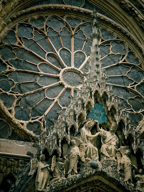 letsbuildahome-fr:  Architectural details of Reims Cathedral, a masterpiece of the gothic art, France (by Simon Greig).