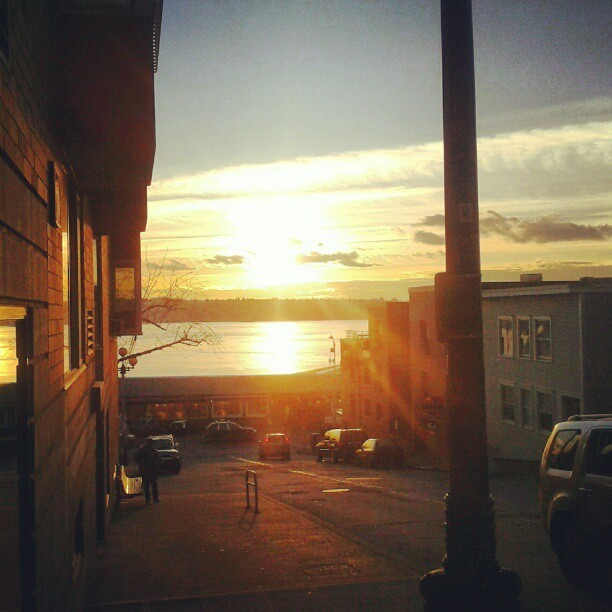 how-charming:  Le sigh. #sunset #seattle #washington #pugetsound #ocean  This is where I want to be right now!