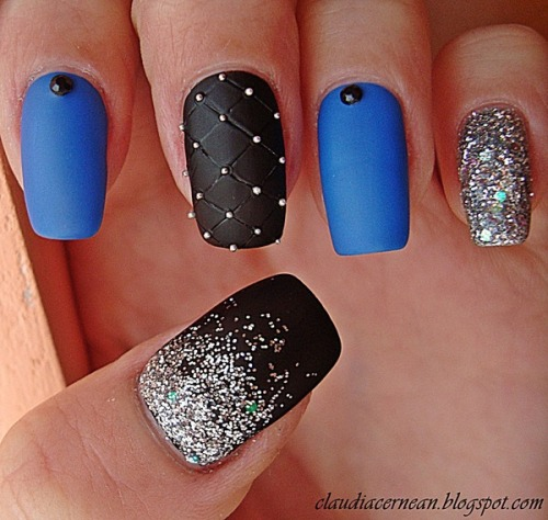 beautylish:  Matte Nails with Glitter by Claudia C.!  Oh I really like this!!! I'll totally try it next time~~