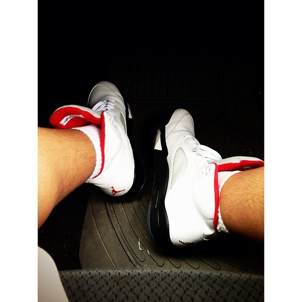 5's for the flight ✈✈ #firereds #jordans