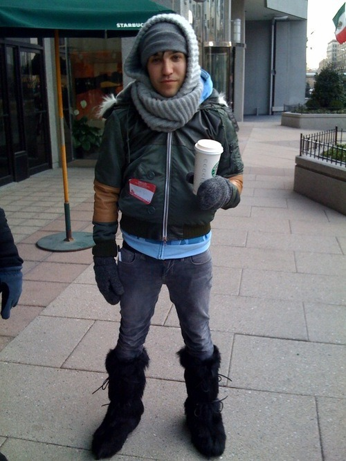 edgaralanfrog:  Pete Wentz: the 33 year old teenage girl
