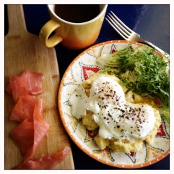 Creamy polenta with goat cheese, poached eggs and smoked salmon #brunch