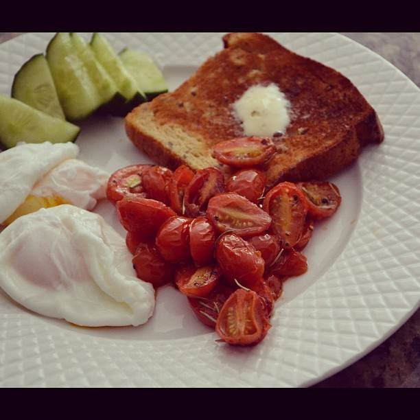 A perfect breakfast for my morning off! #eggs #tomato #cucumber #toast #healthy #breakfast #delicious #foodporn