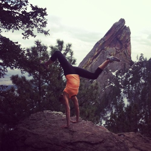 uplifted-vibrations:  obviously gotta do handstands in the mountains ☺☺