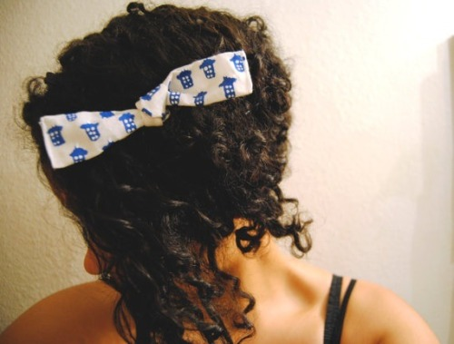 Handpainted Doctor Who Tardis Hair Bow! Now on my etsy: www.caratsandpeas.etsy.com
