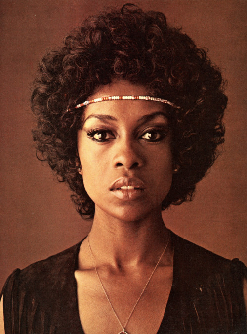 curvesincolor:  Lola Falana by Jerry Davis for Evergreen Review (1971).