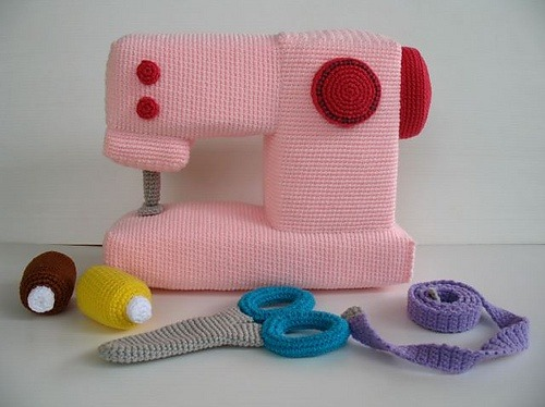 podkins:   Crochet Pattern - SEWING MACHINE by Sky Magenta This lady is crazy talented.  I found this via Ravelry, but you can buy the pattern (here) and crochet your very own sewing machine and goodies!  :)  I would have loved to have this to play with as a little girl.