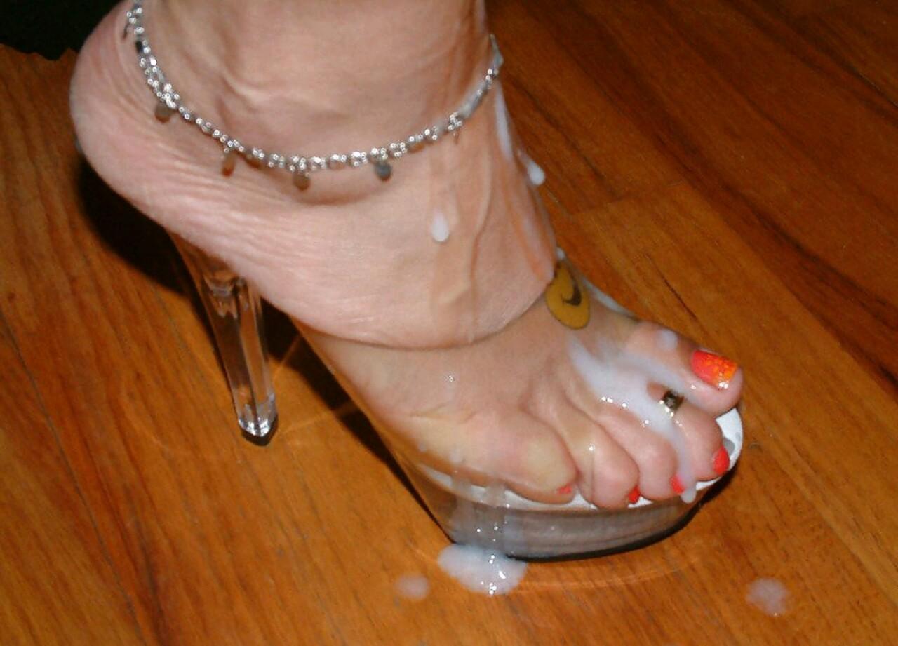 Стройные ножки в сперме 26 фотография