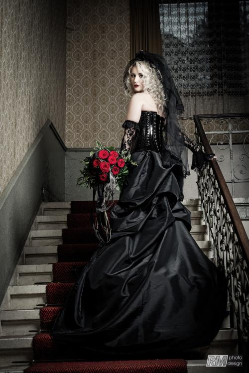 Black Bride #gothic#goth#bride#blonde#stairs#roses