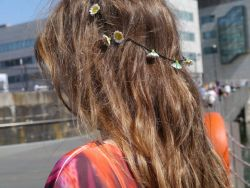 gu-avajuice:  elucent:  thought my friends hair looked pretty x  ☾• ☮ ˚✿*☯ follow for posts like this☾• ☮ ˚✿*☯