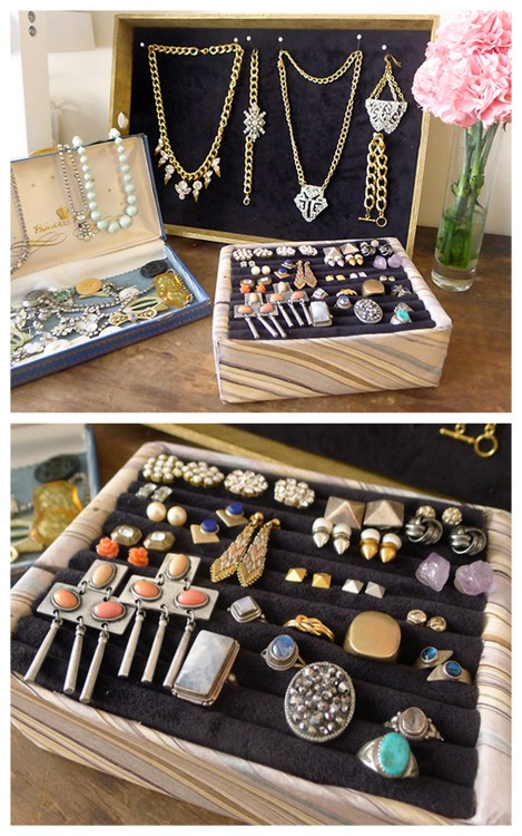 DIY Stud Earrings Jewelry Display from Thanks, I Made It here. Really easy jewelry organizer made with foam core and velvet. For more DIY jewelry displays go here: truebluemeandyou.tumblr.com/tagged/jewelry-display