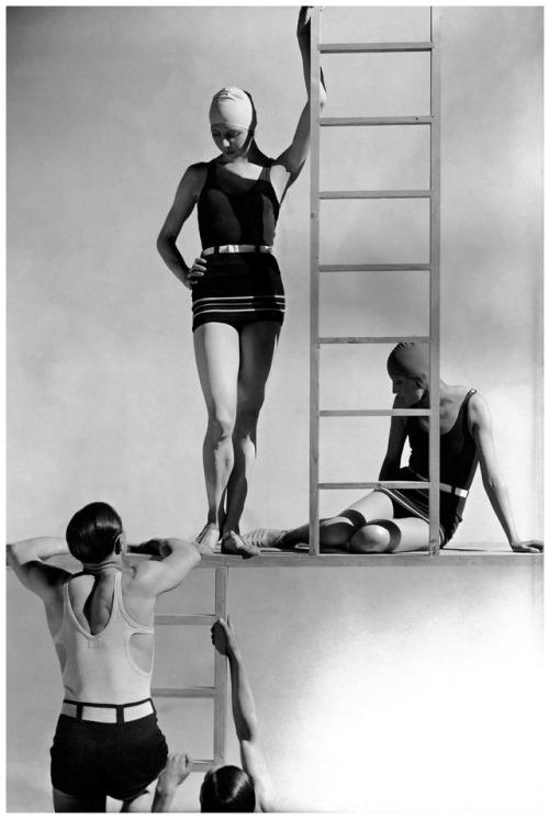 robertocustodioart:Photo by George Hoyningen-Huene 1929 #George Hoyningen Huene #1920s #Blanco y negro #Fashion