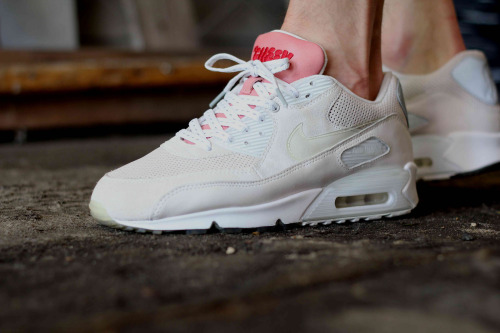sweetsoles:  Dizzee Rascal x Ben Drury x Nike Air Max 90 'Tongue n Cheek' (by kania)