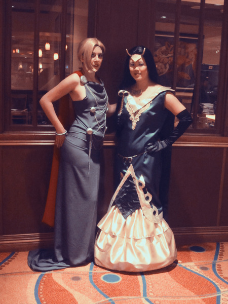 ruffleshuffle:  Lisa & Angela in their Thor and Loki dresses~~  ***perfect goddesses***