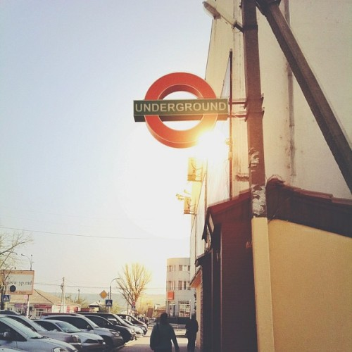 A little piece of London in Moldova 🇬🇧🚏🚇 #localsmd #underground #london #unitedkingdom #sunshine  (at underground)