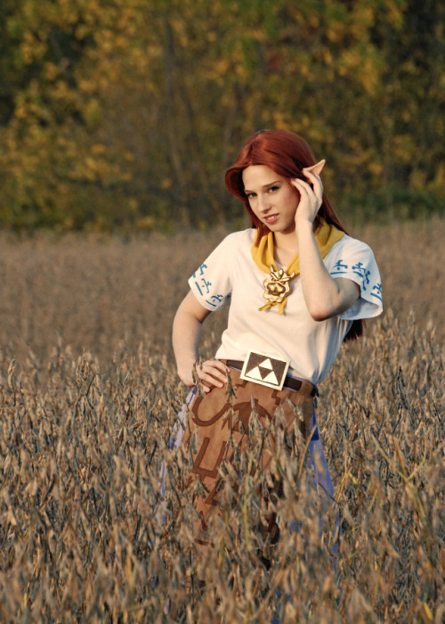 Adding Malon to my cosplays for ACen. I'll be wearing her Friday morning/afternoon. I was going to add 19th person Beatrice but as I was getting the costume out, I found a huge snag in the tights that have the tattoo painted on them. I haven't worn Malon since last year and it's one of my favorite costumes so why not!