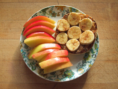 garden-of-vegan:  whole wheat english muffin with peanut butter, banana, and cinnamon, ambrosia apple