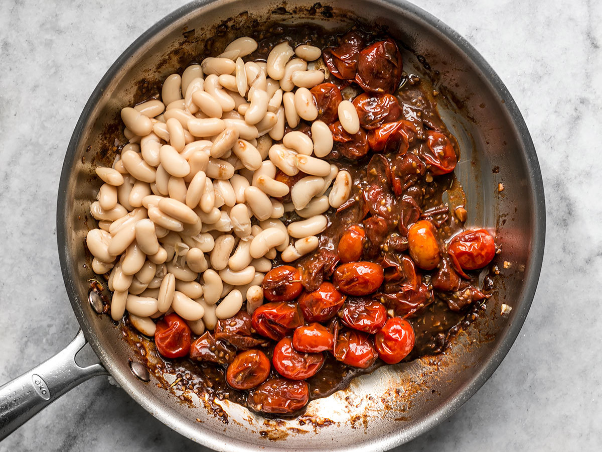 foodffs:GARLIC TOAST WITH BALSAMIC TOMATOES AND WHITE BEANSFollow for recipesGet your FoodFfs stuff here