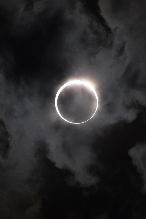 vurtual:   annular solar eclipse (by kubotake)