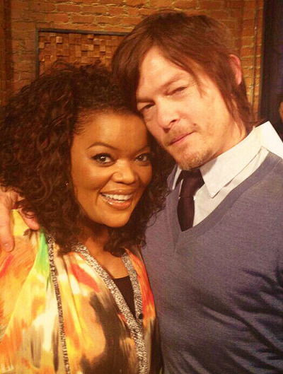 jetgirl78:  Yvette Nicole Brown & Norman Reedus on The Talking Dead