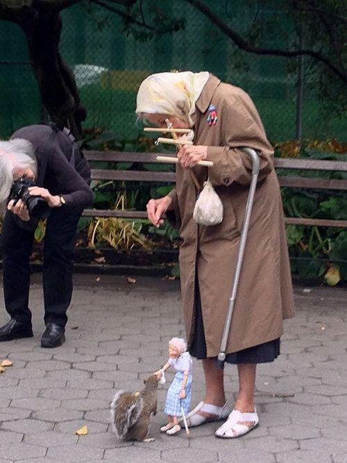 mrozna:  milkscab:  haus-of-ill-repute:  Squirrel being fed by a marionette of an old lady being controlled by an old lady. My life is complete     Life goals   #scroll out#reveal the giant squirrel pulling her strings