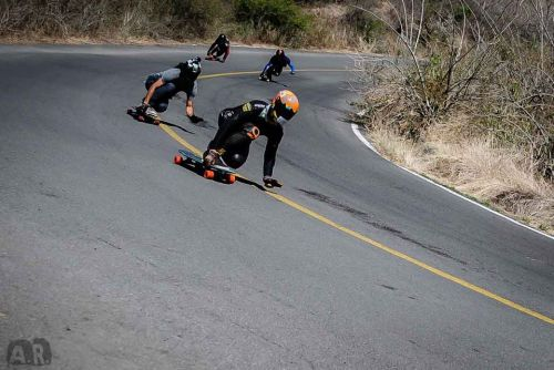 longboardmexico:  (via 5 DE MAYOW!!!!!) Picture by Amairany