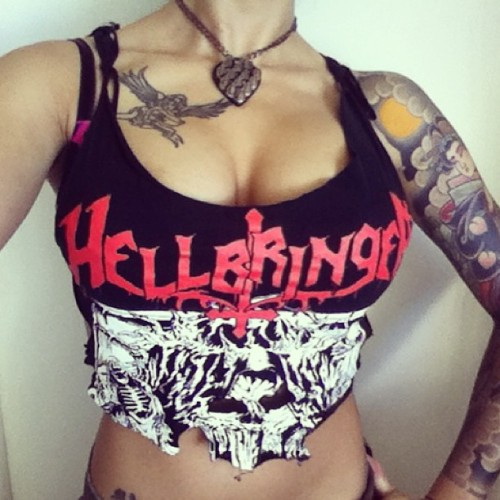 Gave my Hellbringer shirt a makeover 🐱✂💋⚡