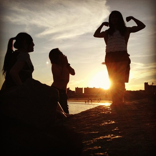 #beachbound #silhouette #superwoman #sunset #beautiful #muscles #bejelly