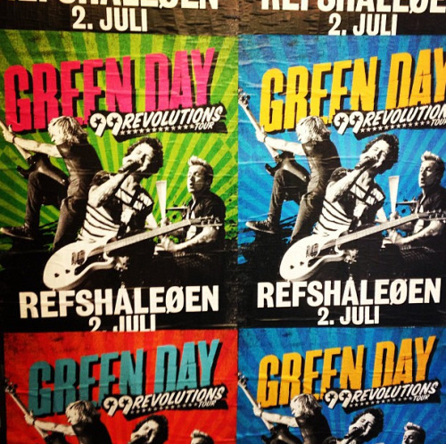 missnimrod:  hellyeahgreenday:  Look who I found in Copenhagen today!  This is where I'll be seeing them, YAY