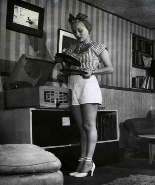 retrogirly:  Lila Leeds  Dress the part at Ribbon Records.. it looks good on you.