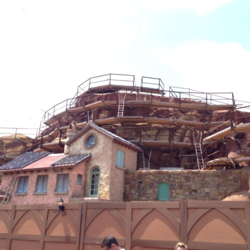 raisedatdisneyworld:  themeparkzach:  stitchkingdom:  Seven dwarfs mine coaster facade  That's actually the back side. It's meant to be a village from Prince Eric's kingdom. The front side will be the Snow White side.  doesnt it look fandibulous?!?!?!?!  Gah