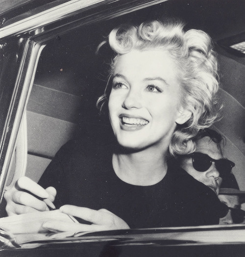 loriefloyde:  marlyn monroe | via Tumblr on We Heart It - http://weheartit.com/entry/55354053/via/kissandkills   Hearted from: http://fridalundgren.tumblr.com/post/45102366243/http-whrt-it-wqvhdq