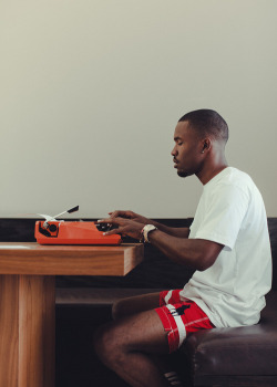 zephur0s:  frank ocean is just amazing at what he does ok credit: young NAY-BL