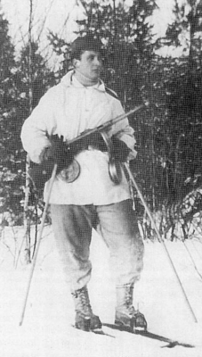 Finnish skier with a KP/-31 submachine gun slung around his neck and spare 70 round drum magazines hanging from his belt.