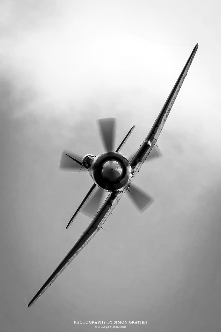 A stunning snap of this RAAF Hawker Sea Fury captured only the way Mr. Simon Gratien can. One of my fave aviation photogs. More of his work can be seen here: www.sgratien.com