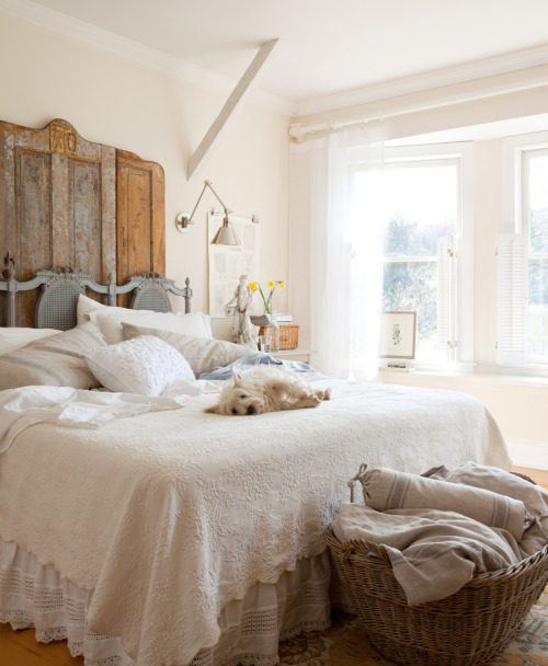 pictureperfectforyou:  .  White drapery rod + sheers + coverlets. xxDC
