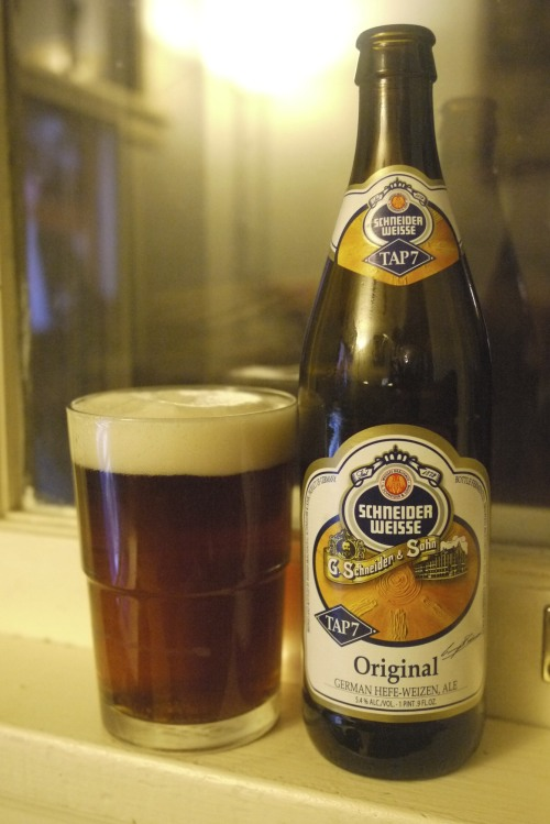 DAY EIGHT Schneider Weisse : G. Schneider & Son, Germany : 5.4% ABV This is actually my least favorite of the german hefeweizens I've been trying lately, but it's by no means bad.