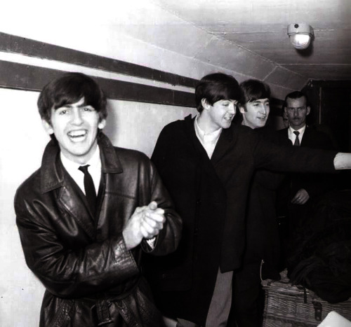 georgielovesjellybabies:  George's smile just :D  oh georgie