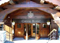 (via Hotel Cheval Blanc, Courchevel 1850 by LVMH Hospitality.)
