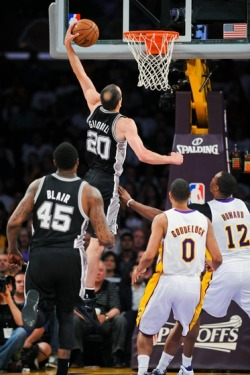 spursbasketball:  Manu posters Dwight.
