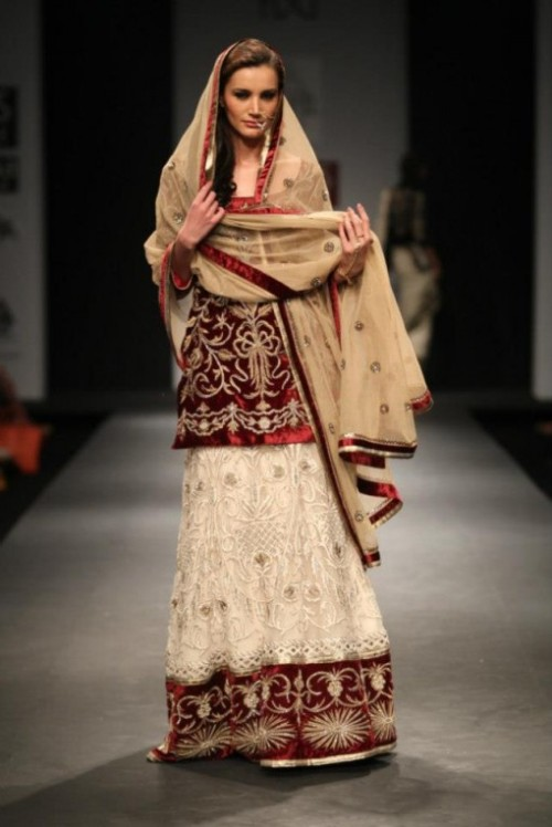 beautifulindianbrides:  Outfit by:Vineet Bahl
