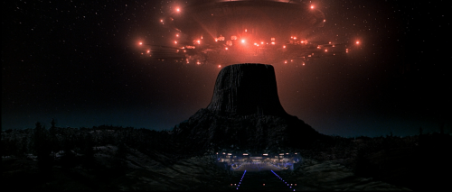 humanoidhistory:  Close Encounters of the Third Kind, 1977, directed by Steven Spielberg.