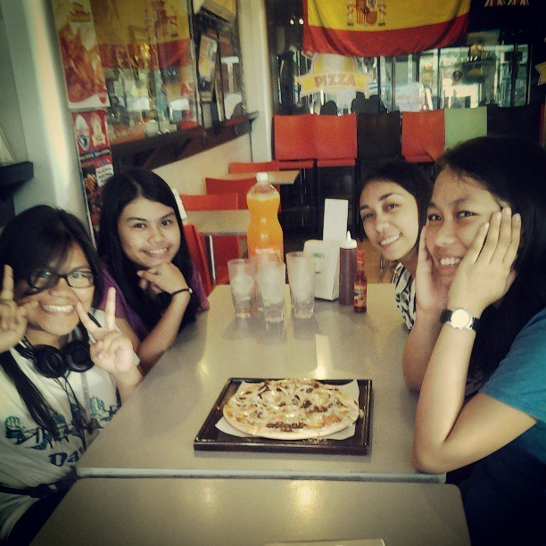 #happy #birthday #jannene #love #friendship #awesome #PIZZA #thank #you #Lord ♡♡ (at Dexter's Pizza)