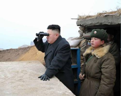 kimjongunlookingatthings:  looking at south korea