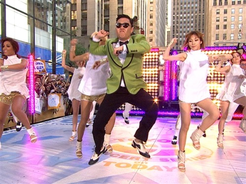 "breakingnews:  'Gangnam Style' becomes 1st video to reach 1 billion views ""Gangnam Style"" has just become the first video to reach and surpass one billion views.  This morning, Psy's mega-hit reached this unprecedented milestone just 27 days after surpassing Justin Bieber's ""Baby"" as the most watched video on YouTube, Billboard reports. Photo: Psy performs ""Gangnam Style"" on the ""Today Show"" on Sept. 14, 2012. (TODAY)"
